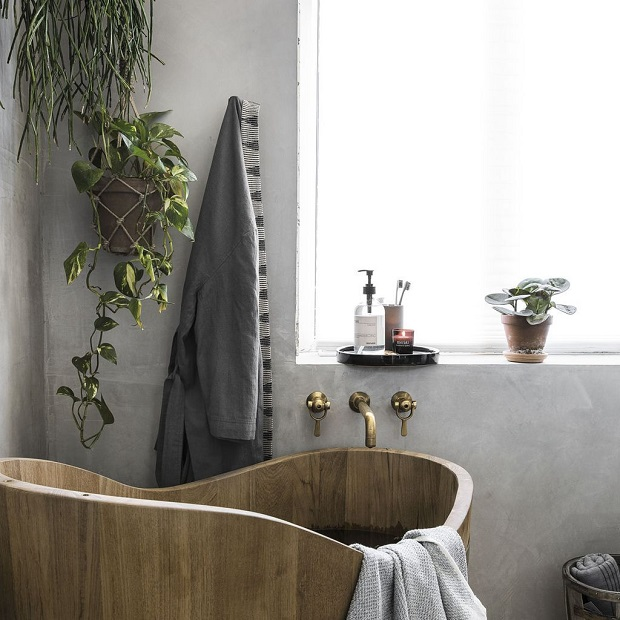 bathroom with greenery