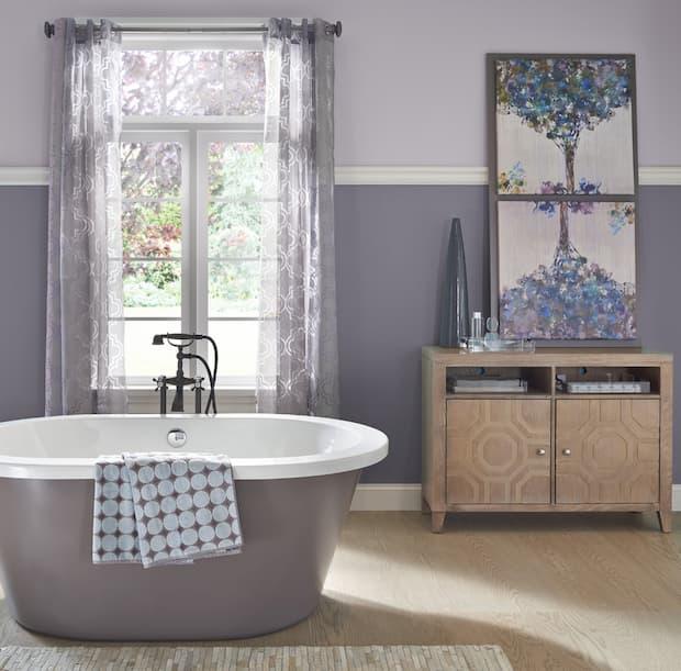 dramatic-bathroom-wall-colour