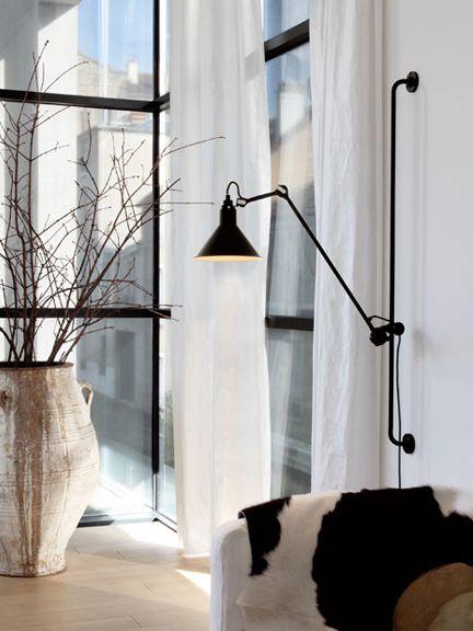 adjustable wall light in a livingroom